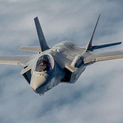 Fly in a F-35