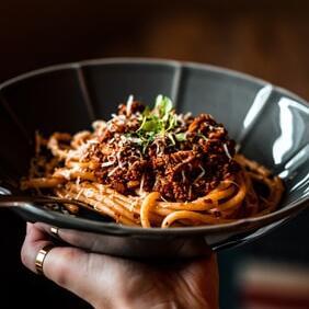 Make spaghetti bolognese